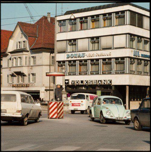 Die Stadtpolizisten am Marktplatz waren ein beliebtes Fotomotiv. Bis vor 30 Jahren wurde der Verkehr händisch geregelt.Foto: Volare