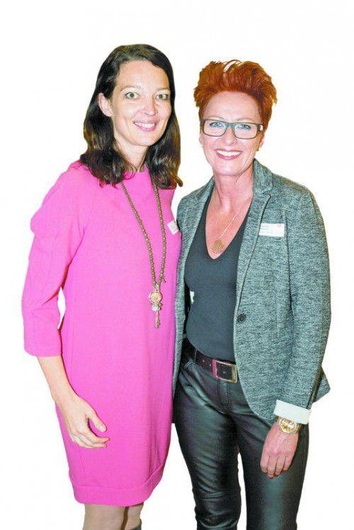 Andrea Petermann (Teamwork) und Friseurin Roswitha Zehetner.