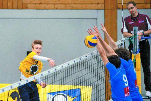 Angriffsball von Wolfurt-Youngster Jakob Reiter
