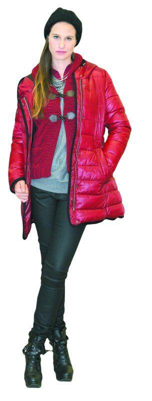 Anna Katharina in einem herbstlichen Outfit von Fussl Modestraße: Jacke 99,99 Euro, Weste 39,99 Euro – beides von Sa.Hara. Pulli von s.Oliver 39,99 Euro, Hose 49,99 Euro und Mütze 14,99 Euro – beides von 17&Co.