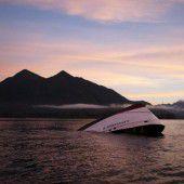 Boot wegen Welle gekentert