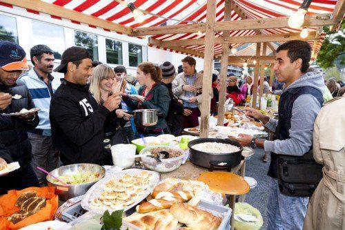 Bei selbst gemachten Köstlichkeiten aus verschiedenen Ländern kamen sich die Besucher näher.