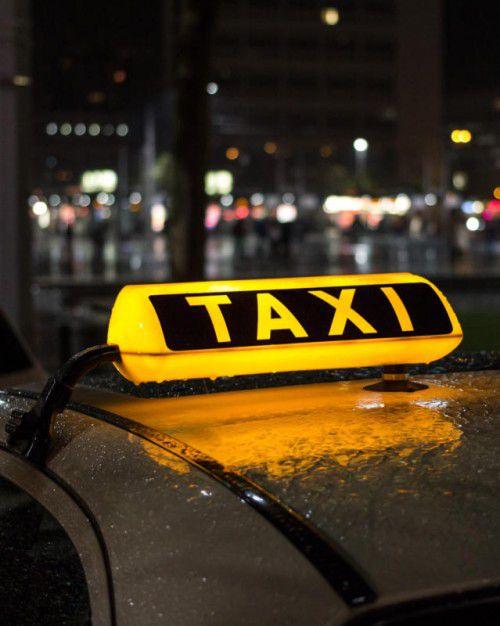 Sollte die öffentliche Hand Jugendlichen bei den nächtlichen Taxi-Kosten einen Anreiz bieten? Im Bürgerforum wird heiß diskutiert.