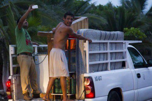 Bewohner von Boca de Pascuales auf der Flucht vor dem Hurrikan. Es werden Windgeschwindigkeiten von bis zu 325 km/h erwartet.