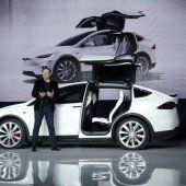 Tesla zelebriert X-Premiere