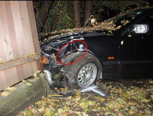 Nachdem der 19-Jährige mit dem Auto einen Radfahrer erfasst hatte, landete er in einer Mauer.
