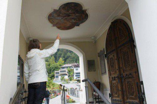 Das Deckengemälde beim Kircheneingang wurde restauriert.
