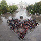 Ein großes Herz gezeigt