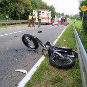 Junge Bikerin bei Unfall mit Pkw schwer verletzt