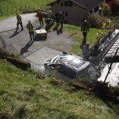 Losgelöster Betonklotz stürzte auf Fahrzeug