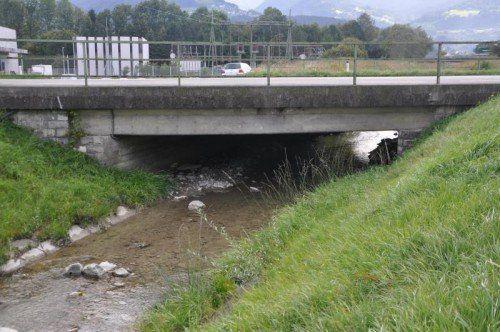Die Brücke über den Ratzbach in Röthis wird komplett erneuert.