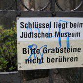Islamischer und jüdischer Friedhof geschändet