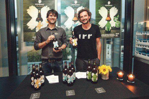 Dietmar Menzinger und Marty Rauch haben sich zusammengetan und drei neue Biersorten kreiert.