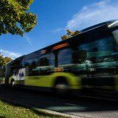 Fußgänger zwingt Bus zu Vollbremsung
