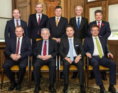 Ein Gruppenfoto ohne Frau: Die Landesregierung erntete in Oberösterreich bereits im Vorfeld scharfe Kritik.