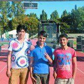 Jugendliche aus Afghanistan helfen mit