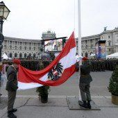 Massen am Heldenplatz