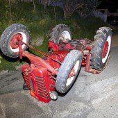 Mit Traktor überschlagen