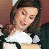 Königin Letizia wird bei Babys schwach