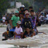 Überflutungen auf den Philippinen durch Taifun Koppu