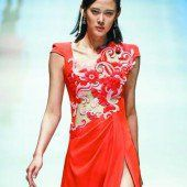 Ein rotes Kleid…