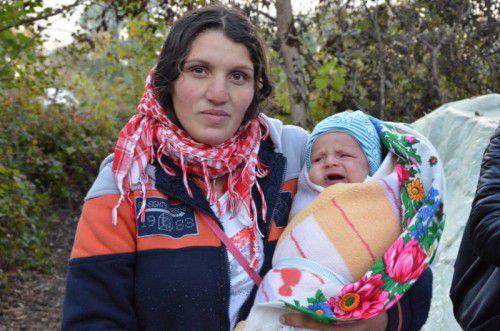 Für die Mutter und ihr Baby wurde es unerträglich, die kalten Nächte im Waldlager zu verbringen.