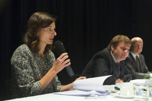 Geschäftsführerin Ulrike Dirnbauer, Stadtrat Christoph Thoma und Christian Ertl (Sparkasse).