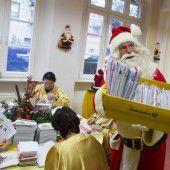 Beim Weihnachtsmann stapeln sich die Briefe
