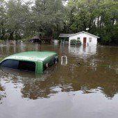 Weitere Dammbrüche nach Überflutungen