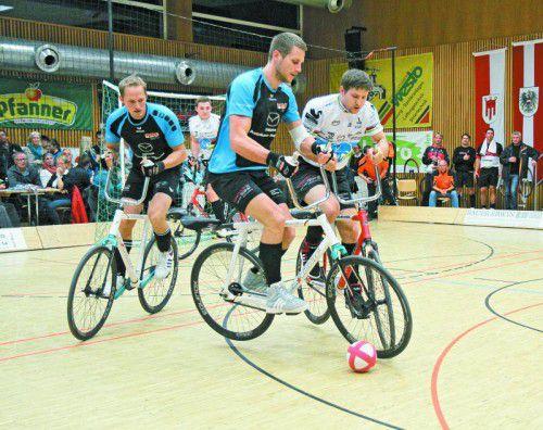 Sowohl Patrick Schnetzer/Markus Bröll als auch Simon König/Florian Fischer (blaue Trikots) sind für das Weltcupfinale qualifiziert.