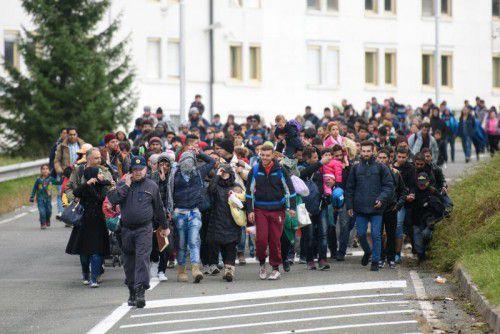 Tausende kamen am Mittwoch in Spielfeld an: Der Flüchtlingsstrom aus der Türkei über die Balkanroute nach Mitteleuropa reißt nicht ab.