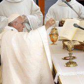 Papst Franziskus spricht Ehepaar heilig