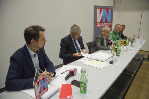 Wohn- und Arbeitsmarktexperten hatten sich beim VN-Stammtisch am Podium versammelt. Moderiert wurde die Veranstaltung von VN-Redakteur Michael Prock.