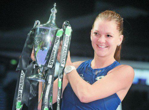 Agnieszka Radwanska mit der Trophäe für den WM-Titel.