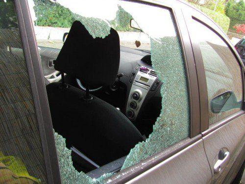 Auch bei diesem Auto in Bregenz klirrte die Seitenscheibe. Hier konnte der 21-jährige Täter noch entkommen.
