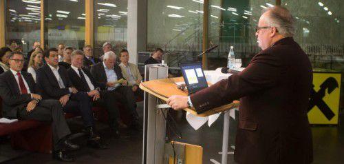 Christian Konrad, Flüchtlingsbeauftragter der Bundesregierung, gab in der Fachhochschule Vorarlberg Einblick in seine Arbeit.