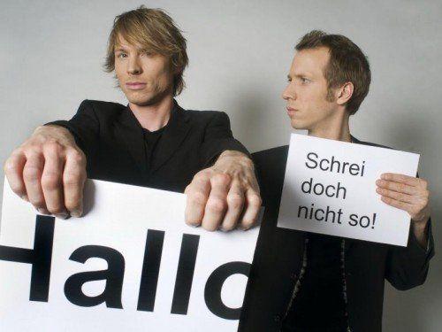 """Christof Wolfisberg (l.) und Jonas Anderhub haben mit der """"Erlesenen Komik"""" eine neue Kleinkunstform geschaffen."""