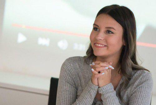 Dagi Bee behandelt in ihren Videos vor allem Themen, die sich um Styling und Mode drehen.