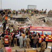 Mehrere Todesopfer nach Fabrikseinsturz