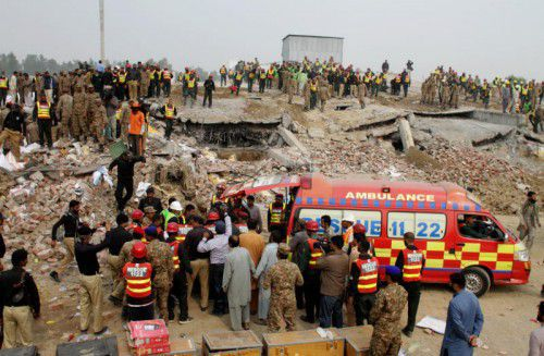 Das Gebäude soll bei dem schweren Erdbeben vor wenigen Tagen stark beschädigt worden sein.