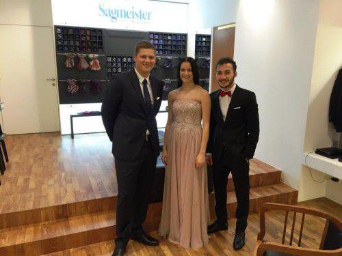 Das Moderatoren-Trio Andrea, Julian und Tayyib wurde von Sagmeister für den Ball eingekleidet.