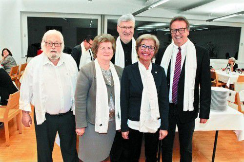 Dekan Toni Oberhauser (l.), Elfi Rhomberg, Generalvikar Rudolf Bischof, Gabi Frick und Bruderschaftsmeister Hermann Metzler.