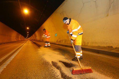 Der Tunnel musste wegen der Aufräumungsarbeiten nach der Lkw-Panne gesperrt werden.