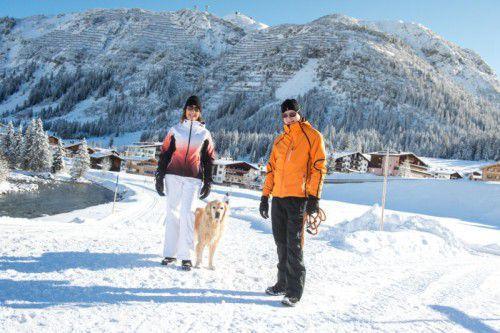 Die Anzahl der Tage mit Schneebedeckung ist in Zürs leicht rückläufig, in Lech ist sie im langjährigen Mittel mit 144 Tagen konstant.