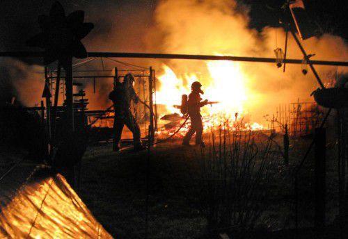Die Löscharbeiten waren für die Feuerwehr mit einem großen Risiko verbunden.