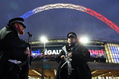 Die Polizeipräsenz vor dem Wembley-Stadion in London war enorm, beim Spiel selbst blieb alles ruhig.