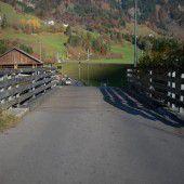 Fahrbahnbelag bei Brücke muss erneuert werden