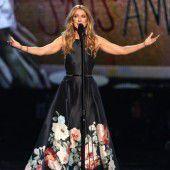 Céline Dion ehrt Opfer der Anschläge von Paris