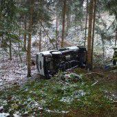 Transporter stürzte bei Lochau Hang hinab