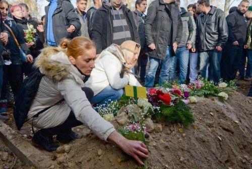 Etwa 350 Menschen kamen zur Beerdigung.